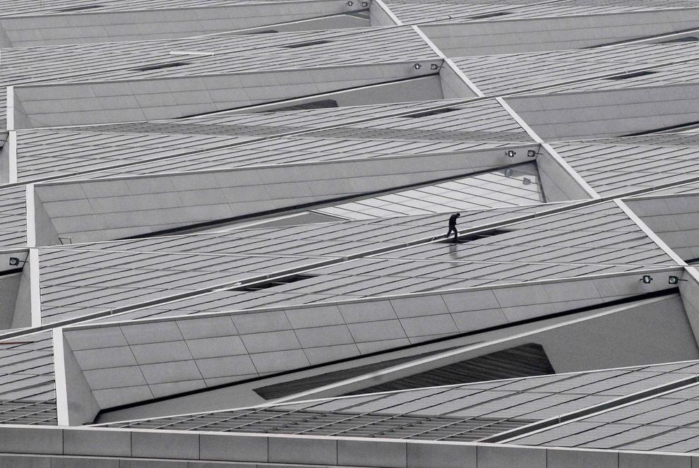 Тематический павильон, покрытый солнечными панелями