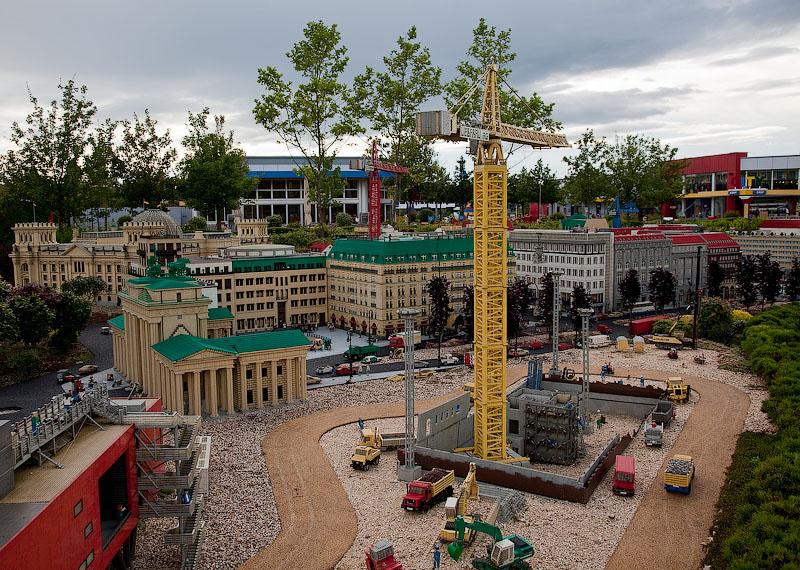Стройплощадка за зданием парламента