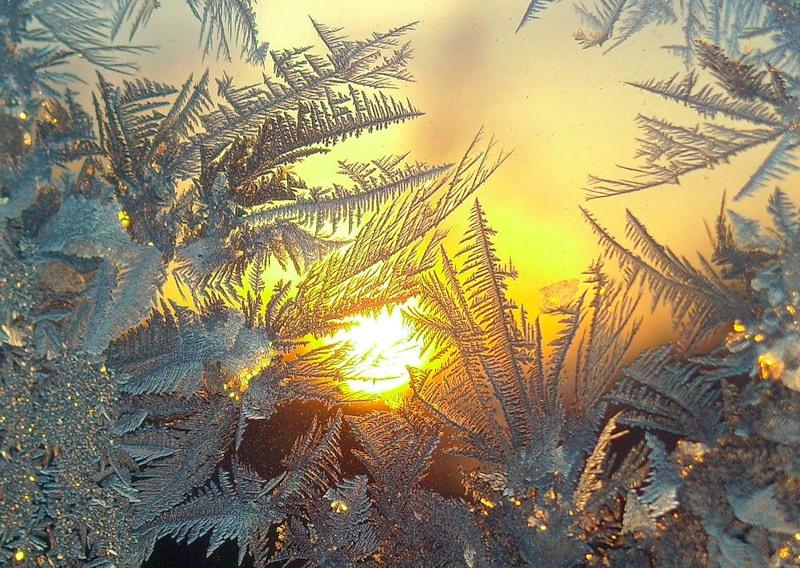 Зимой узоры на окнах фото