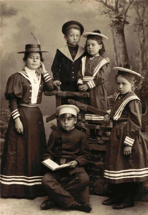 Фотоателье Н. Сажина. Портрет детей из семьи Орловых. Муром. 1895. Архив Дюминых
