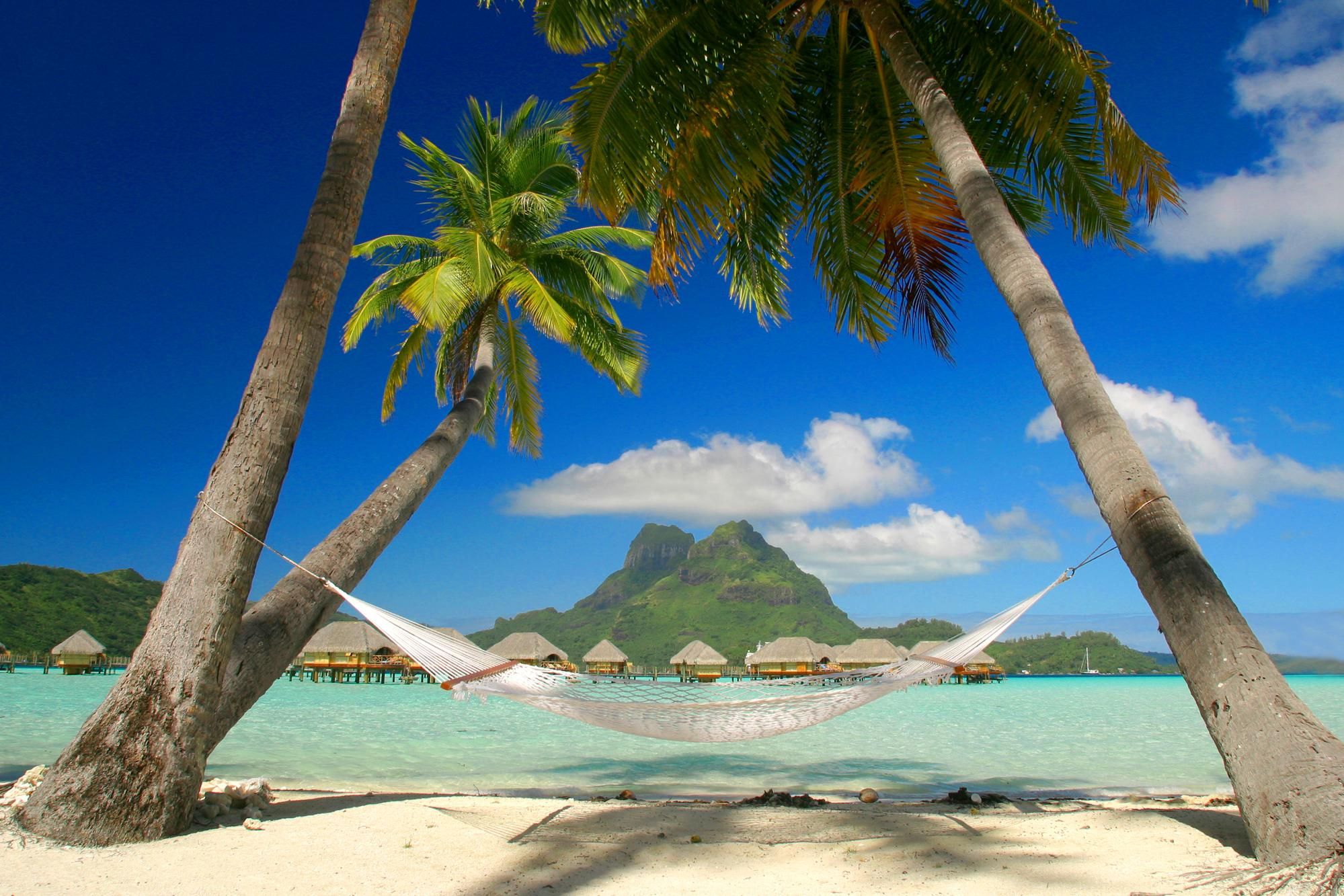 http://mygazeta.com/i/2011/03/tropical_sleepaway__bora_bora__french_polynesia_zt2z.jpg