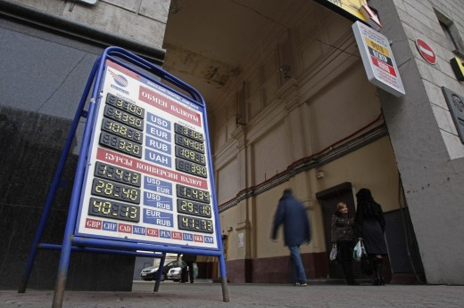 В Беларуси население и бизнес не видят валюты, а власти - валютного кризиса