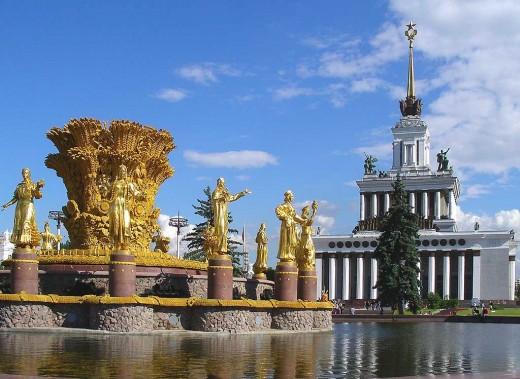 Москва фонтанирует. И это правильно