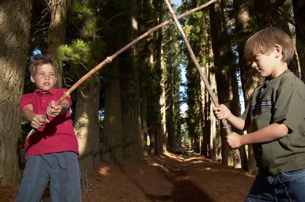 Смотреть брат с сестрой одни в лесу 1 фотография