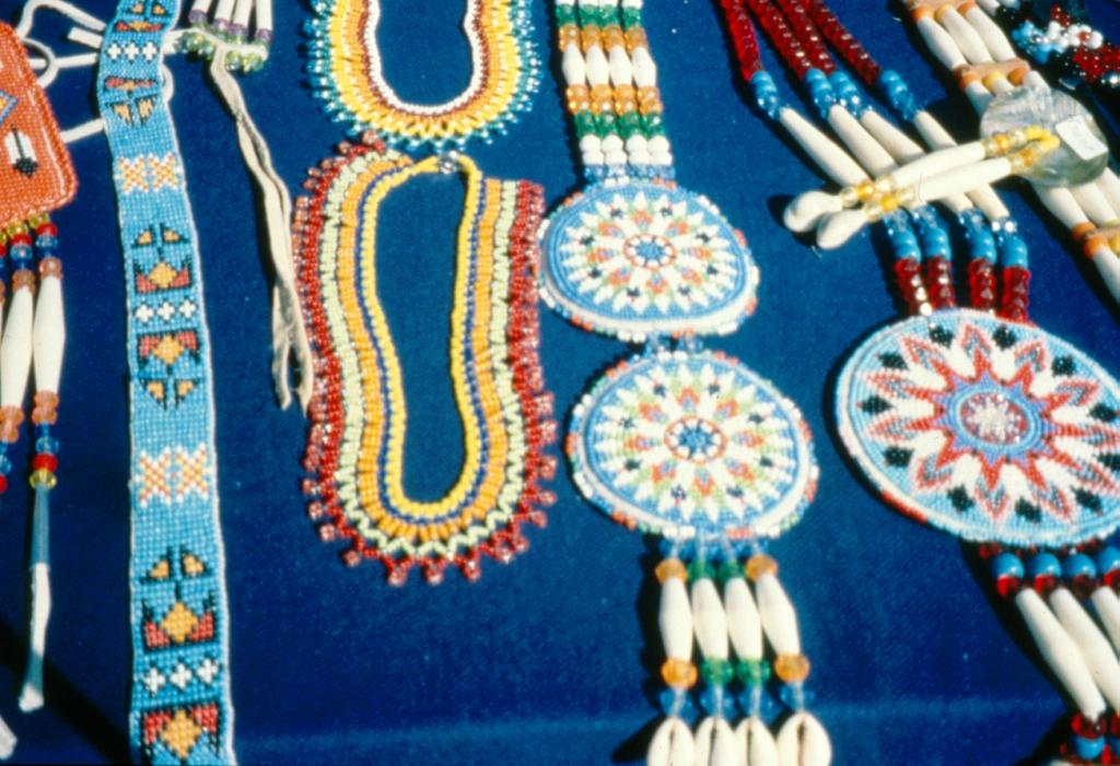 Индейские узоры бисером.