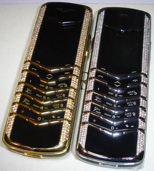 Один из самых роскошных телефонов Vertu: 18 каратное золото и...