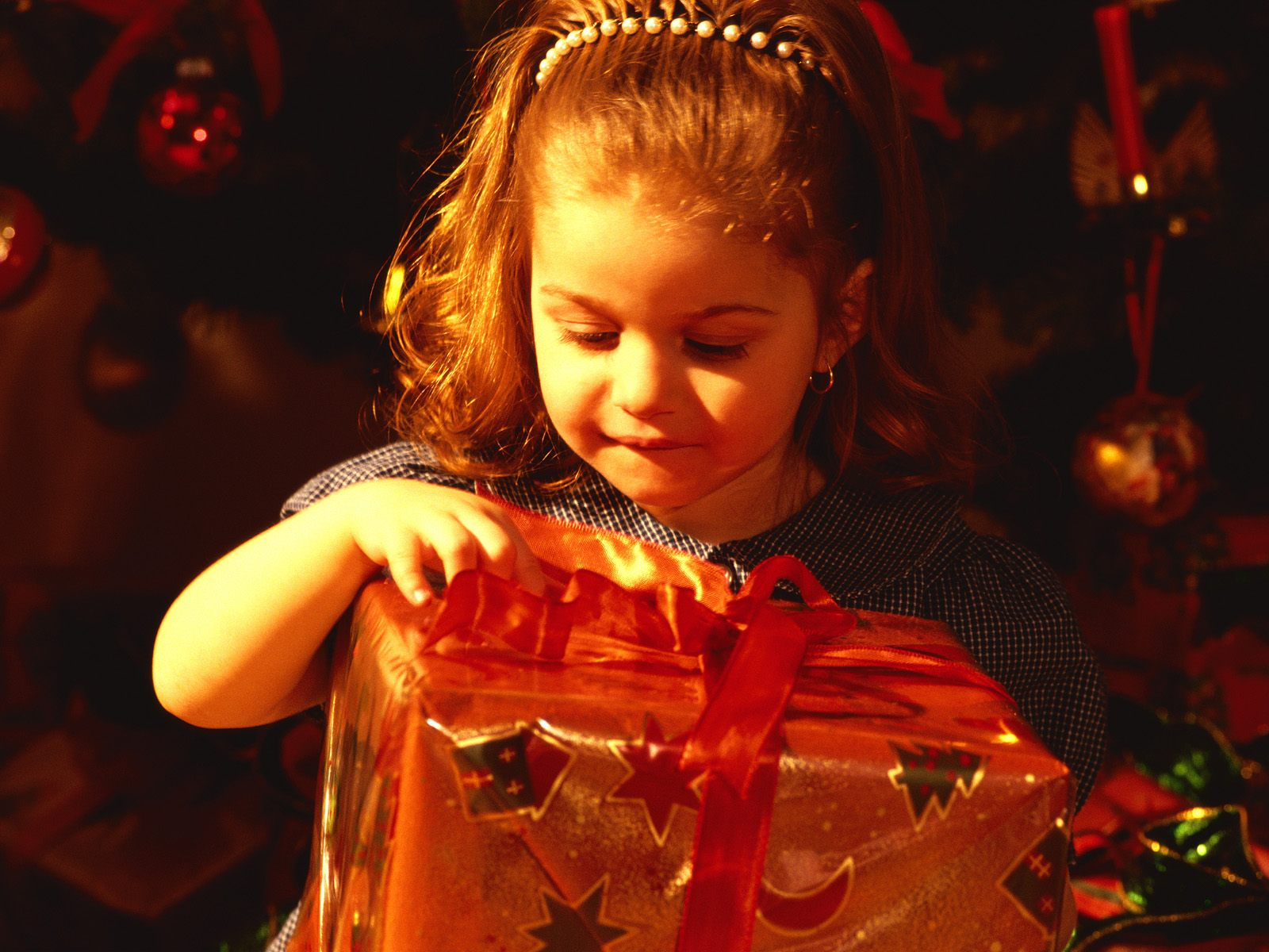 Который ждут все и взрослые и дети) Мы ждем тепла и радости, подарков