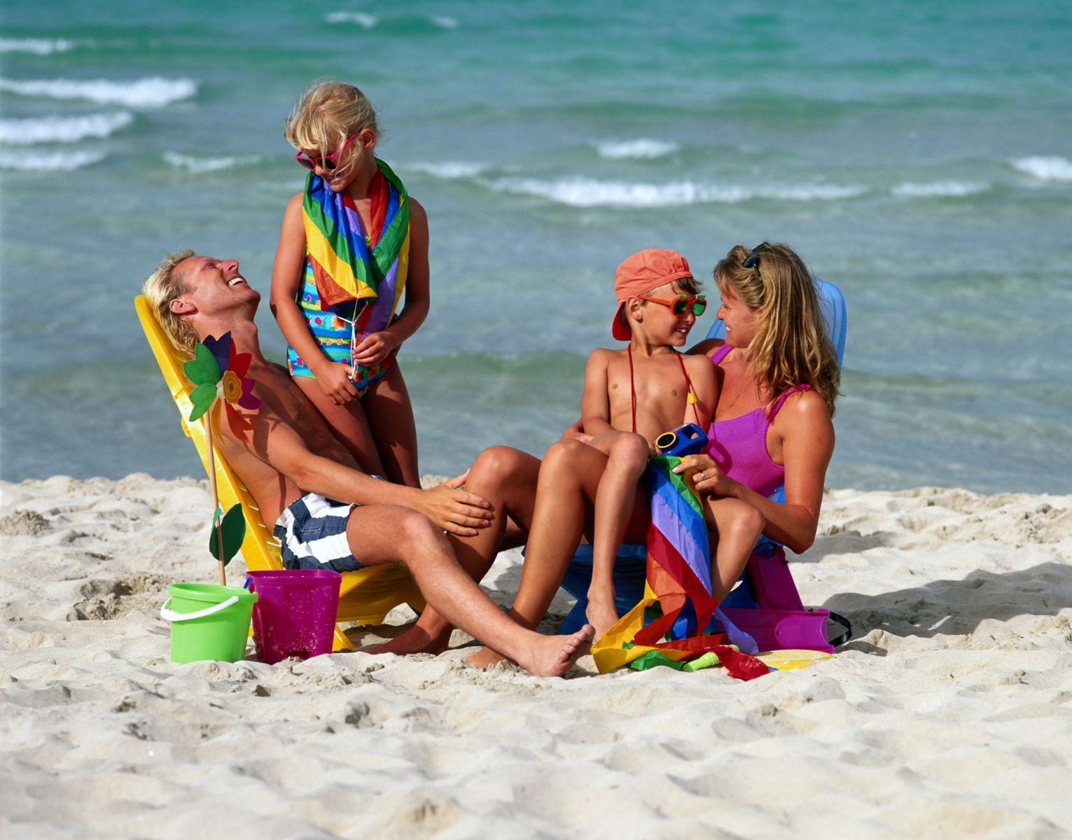Развлечения голых девочек на курортах 25 фотография