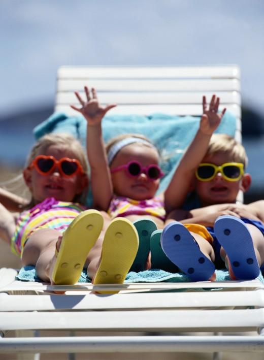 Смешное фото детей на море