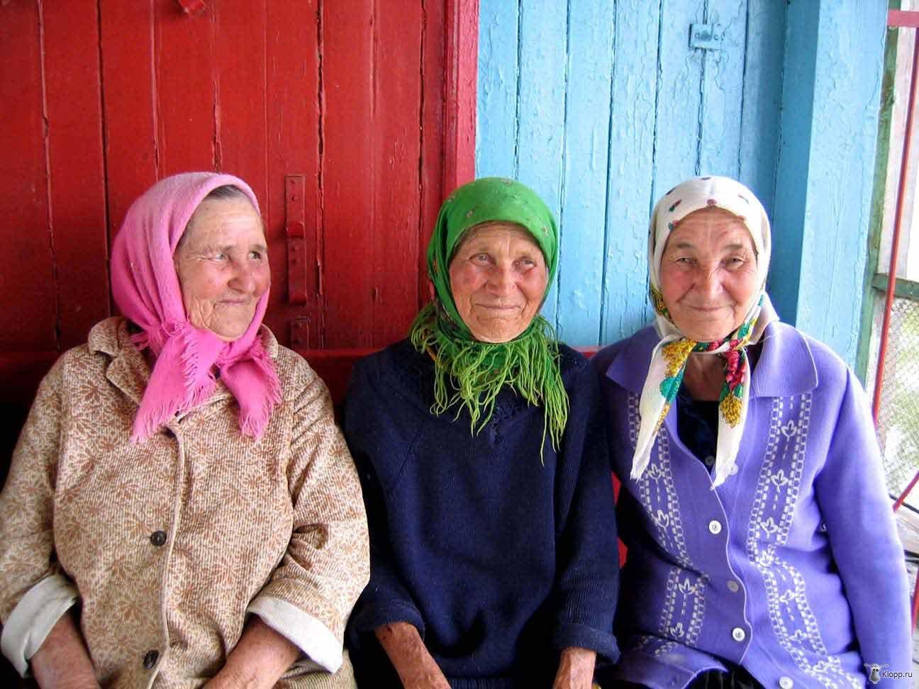 Две бабульки и мужчина фото 628-467