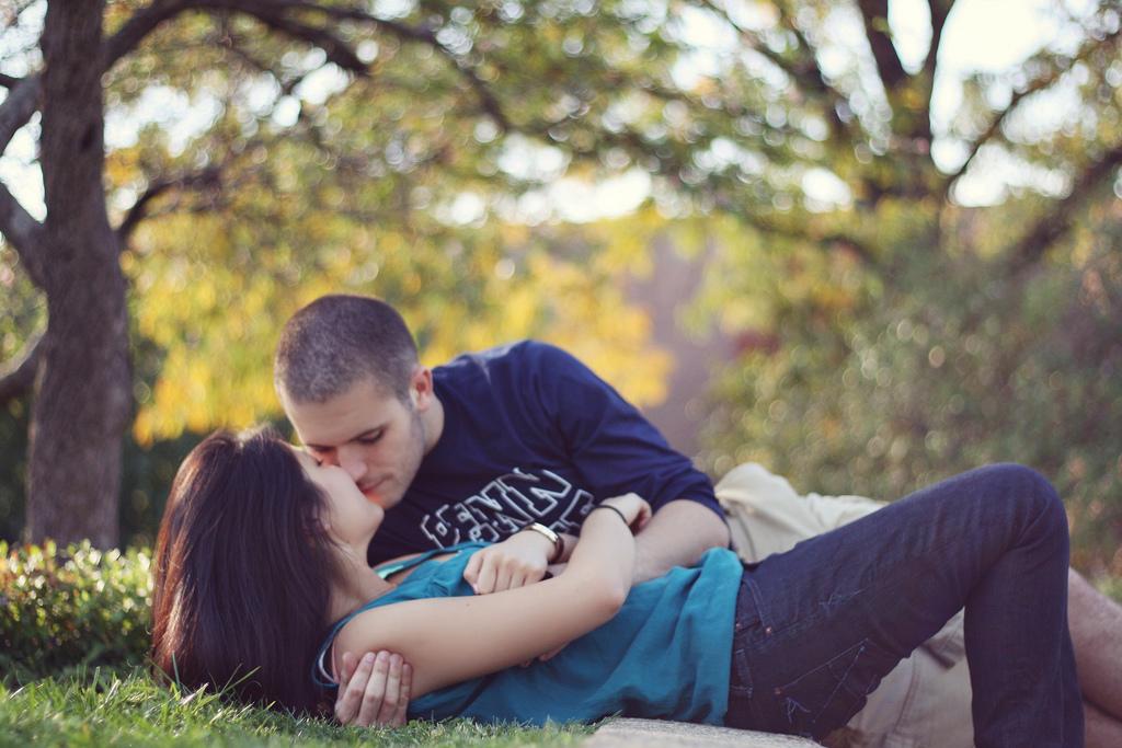 Видео секс и поцелуи мужчин и женщин