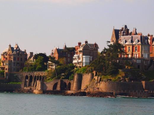 Туристические достопримечательности Бретани. Сен-Мало и Динар