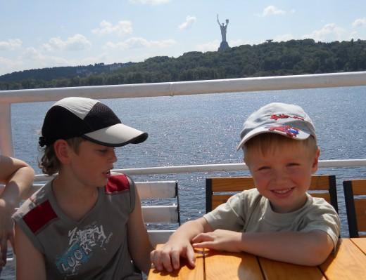 Дети на борту теплохода