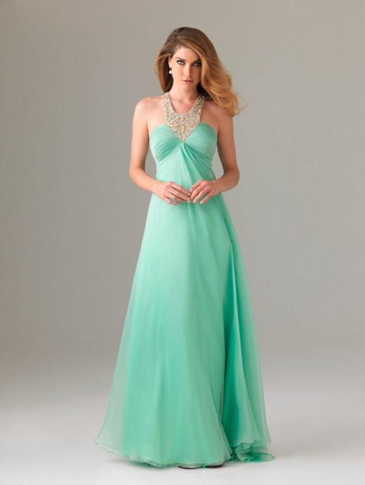 Одевать на выпускной бал мини-платья стилисты не рекомендуют. . Конечно, мини является главным трендом летнего