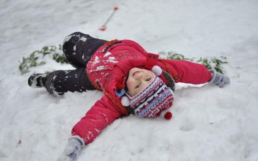 Как развлечь ребенка на улице зимой?