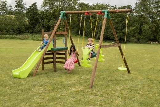 Делаем на даче детскую площадку