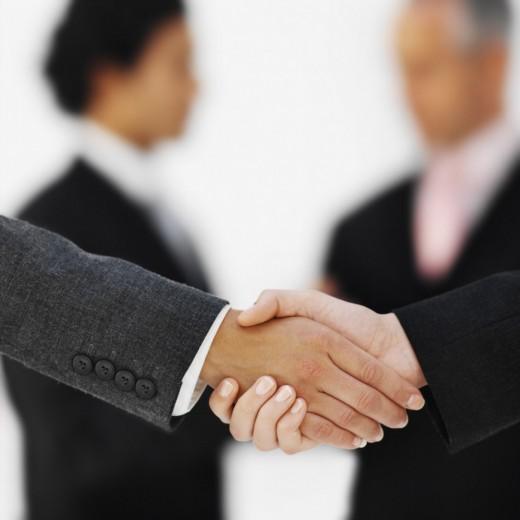 В каких случаях крупные компании обращаются к подрядчикам?