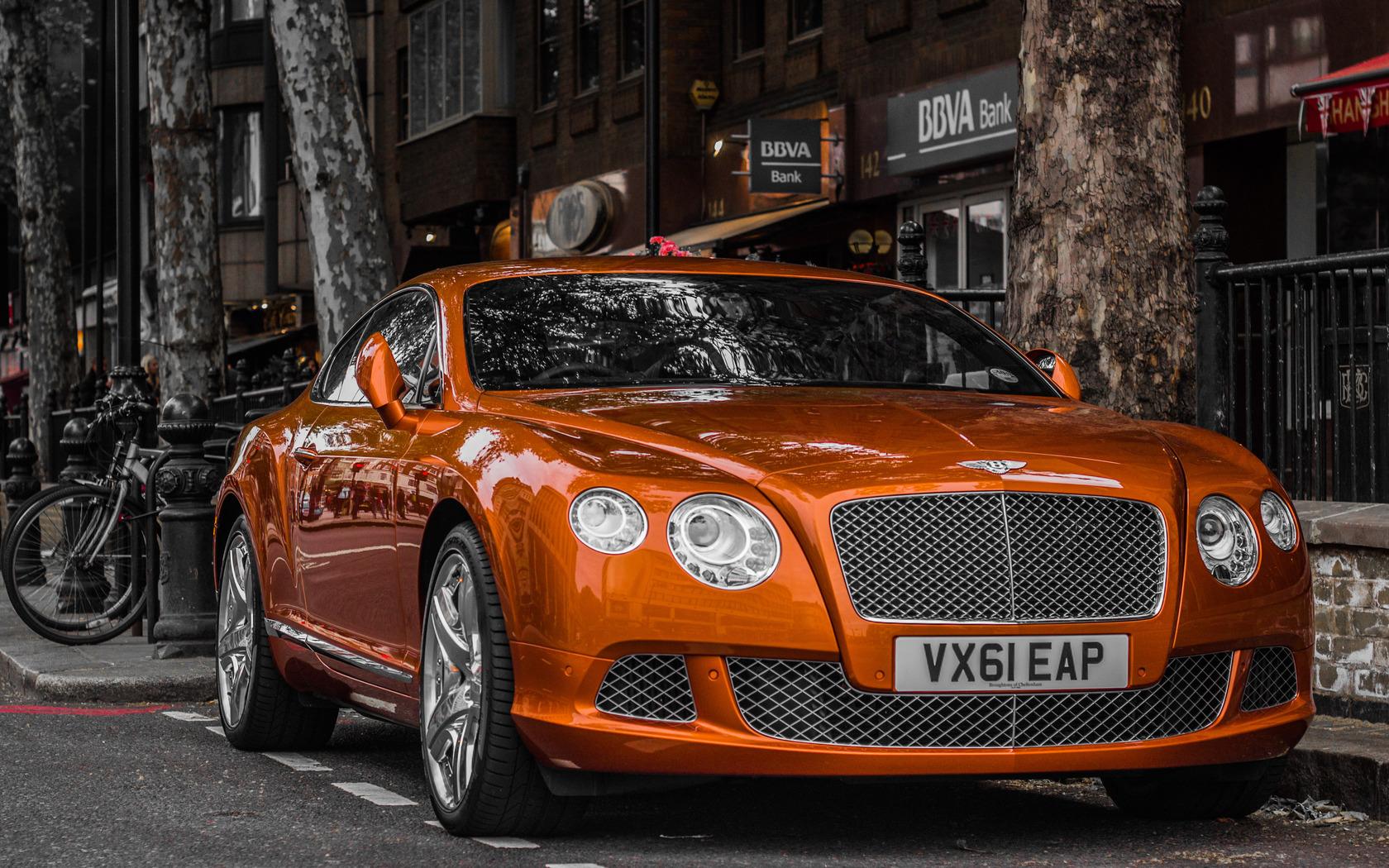машина оранжевого цвета фото