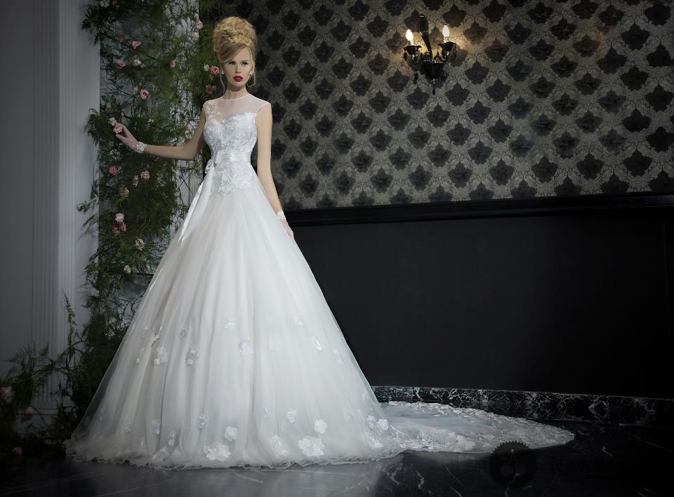 Самое дорогое свадебное платье сшили в свое время дизайнер Рене Штраус и ювелир Мартин Катц в 2006 году специально для «Bridal Show», проходившее в