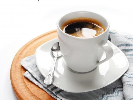 Кофе по утрам на голодный желудок очень вреден