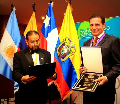 Премией Международной Конфедерации Здравоохранения награжден испанский хирург Альберто Лахо