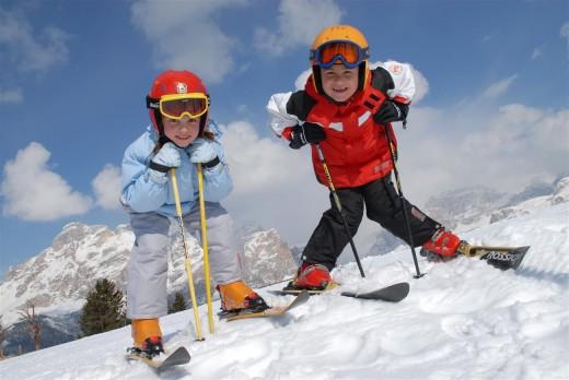 Катание на лыжах, как развлечение для детей