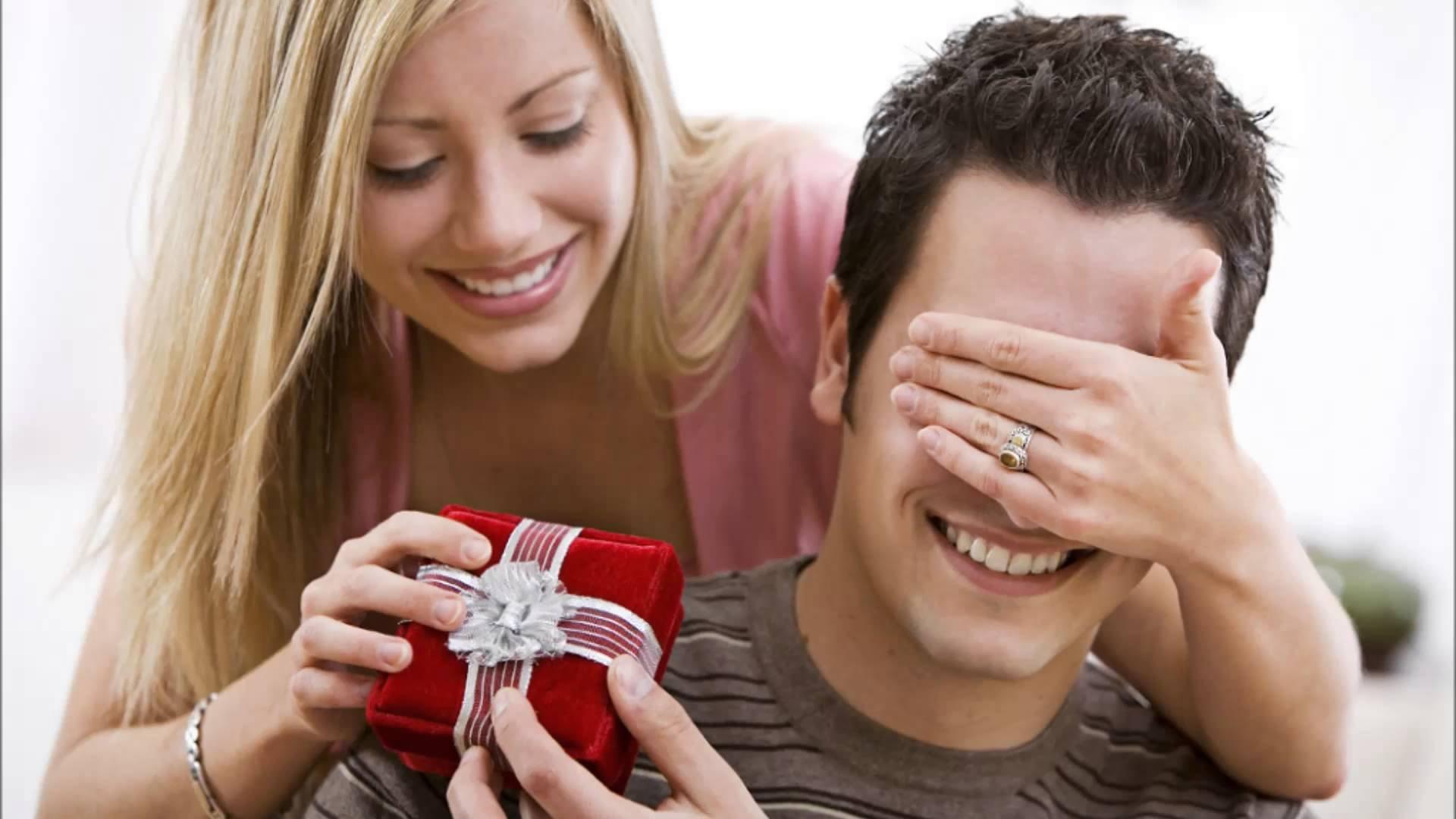 Какой подарок будет напоминать парню