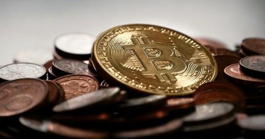 Чем обусловлен стремительный рост Bitcoin в последнее время?