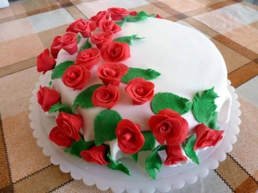 Каким тортом украсить праздник?