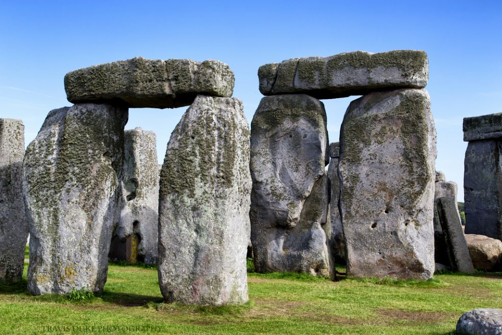 how was stonehenge built