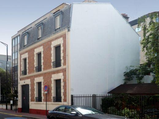 Француз находит скучные дома и превращает их в шедевры