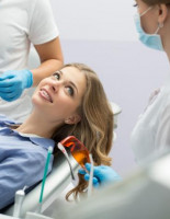 Оценить условия имплантации зубов приглашает клиника «32 Дент»