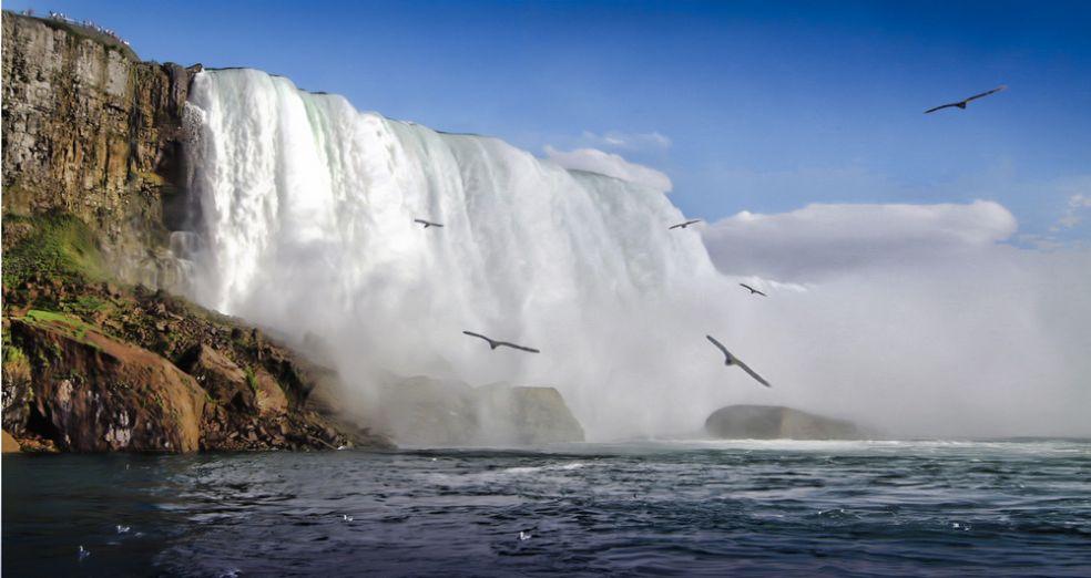 Ниагарский водопад на границе Онтарио (Канада) и Нью-Йорка (США)