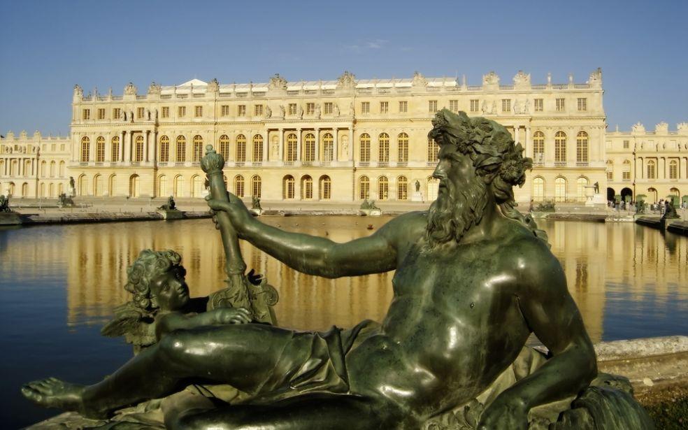 Нептун и Версальский дворец во Франции