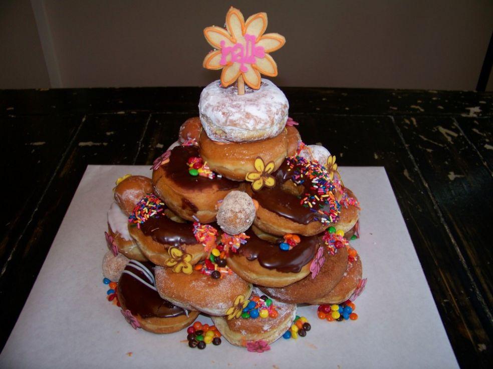 Торт из пончиков