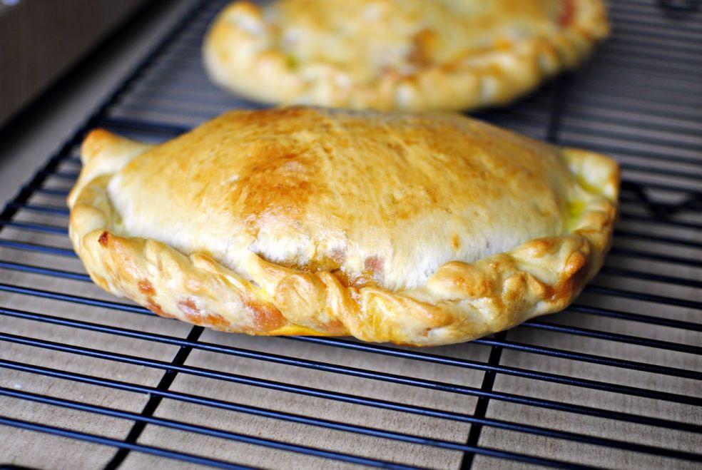 Пицца или кальцоне по-домашнему фото-рецепт