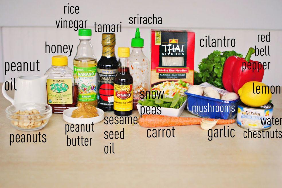 Арахисовое масло, арахис, мед, рисовый уксус, соевый соус тамари, масло из семян кунжута, острый тайский соус срирача, спелый горох, морковь, кинза, грибы, чеснок, свежий красный перец, лимон, водяные каштаны