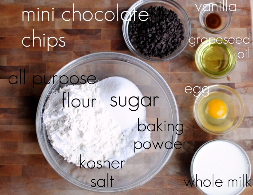 Экстракт ванили, шоколадные чипсы, виноградное масло, яйцо, мука, сахар, пекарский порошок, соль крупного помола, цельное молоко