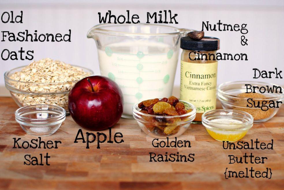Молоко, овсяные хлопья, мускатный орех и корица, темный сахар, яблоко, соль крупного помола, золотой изюм, подтопленное несоленое сливочное масло