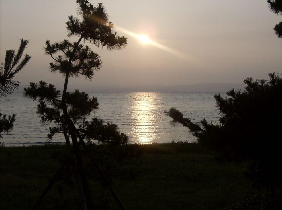 Закат на озере Бива, в Японии
