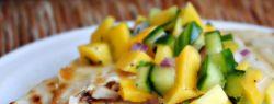 Сальса из манго и огурцов