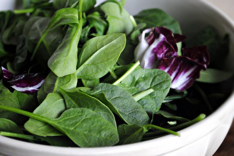 Клубничный салат со шпинатом фото-рецепт