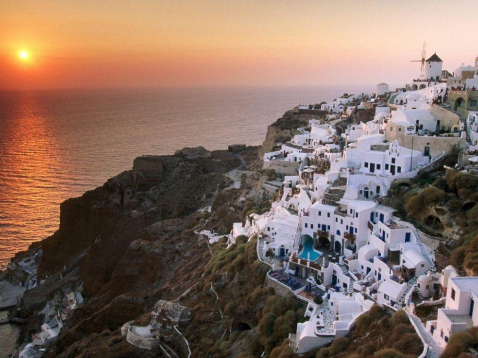 Самым загадочным островом Греции cчитаетcя Санторини.