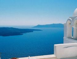 Белая сказка у синего моря