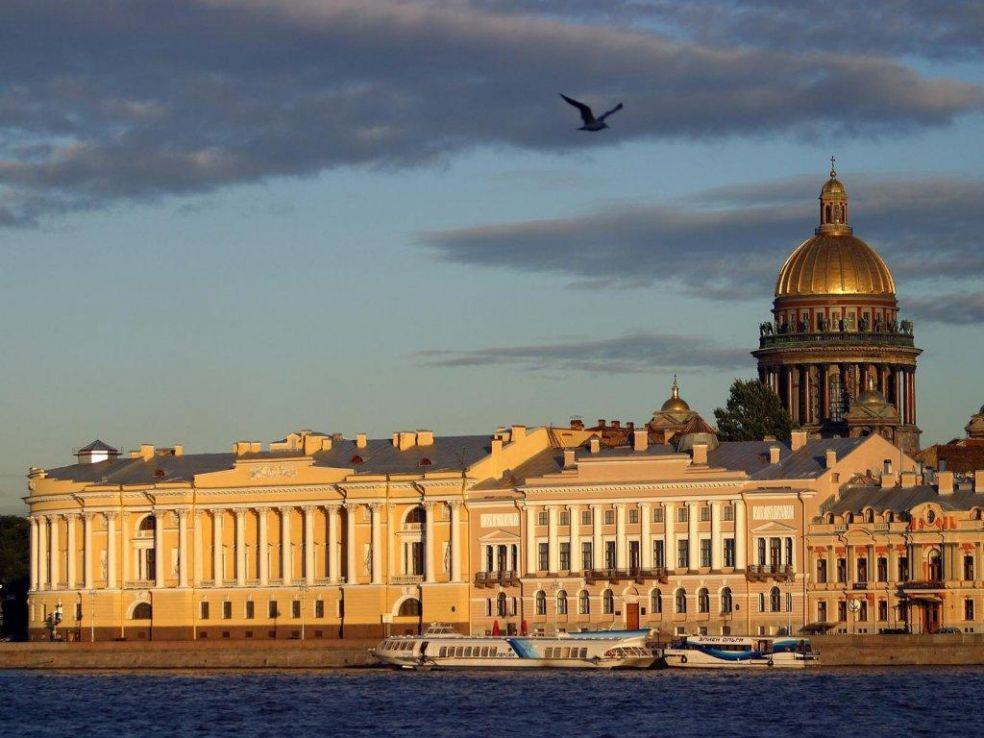 Архитектурный облик Санкт-Петербурга - его визитная карточка.  Полный архитектурной гармонии и европейской...