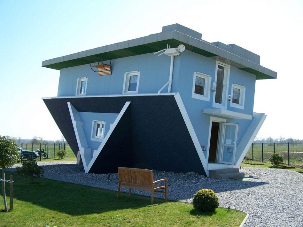Синий дом вверх дном