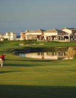 Яркая игра в гольф на курортах Кипра