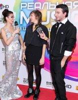 Певица ZVEZDA дала интервью на красной дорожке премии MusicBox