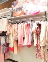 Где представлен лучший ассортимент женской одежды?