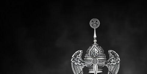 Художник-ювелир Владимир Михайлов создал к Пасхе серебряную пашотницу